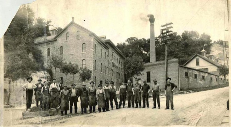 What was the oWhat was the oldest and first brewery in Minnesotaldest and first brewery in Minnesota